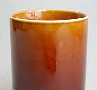 透明釉に鉄またはマンガンを5~10%加え、酸化で焼くと褐色の飴釉となります。 透明釉の種類によって色合いは変化し、鉄やマンガンの量が多すぎると天目あるいは  ...